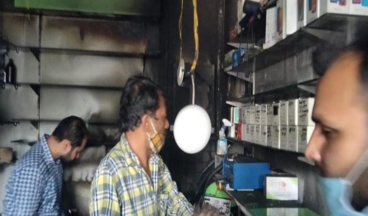 दौलतपुर में मोबाइल फोन की दुकान में लगी आग, मालिक को सुबह चला पता