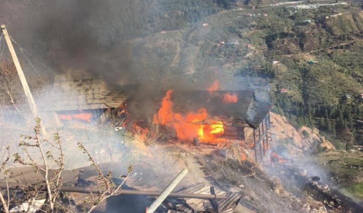 कोटखाई के थरोला गांव में आग का तांडव, आनी में PWD स्टोर आया चपेट में