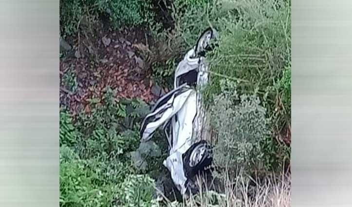 हिमाचल में हादसाः भूस्खलन की चपेट में आई कार, तीन युवकों की गई जान