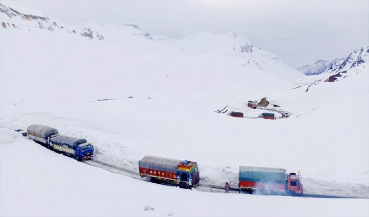 Himachal : बारालाचा में फंसे ट्रकों को निकालने में जुटा बीआरओ, लग सकते हैं चार दिन