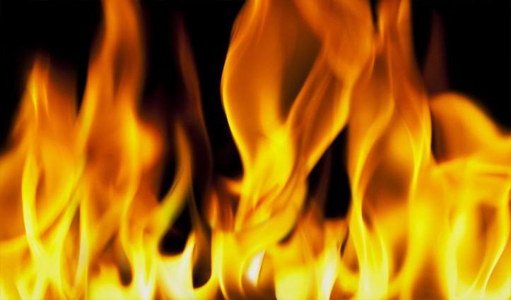 शाहपुर : लोक निर्माण विभाग के पुराने भवन में लगी आग, पुराना रिकॉर्ड राख