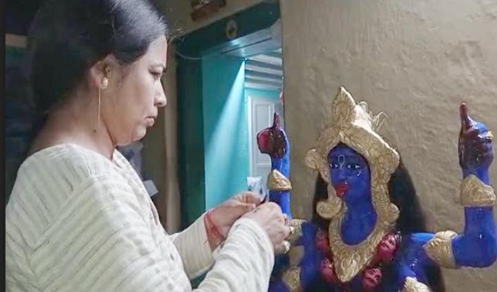 पिता के हुनर को जिंदा रखे है Chamba की यह बेटी, बनाई मां काली की मूर्ति