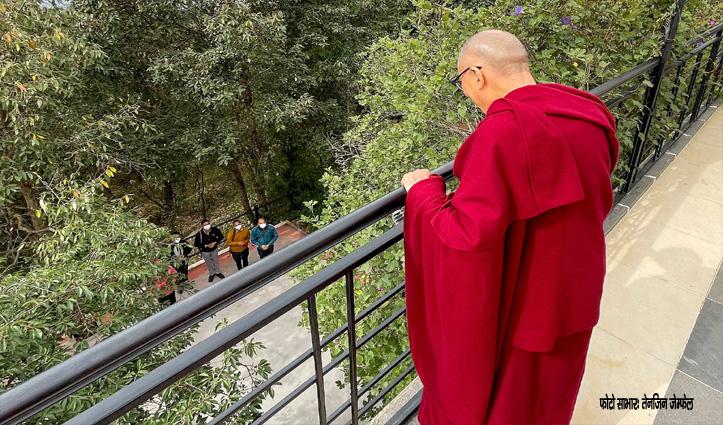 दलाई लामा के कर लो दर्शन-बालकॉनी से दी सुबह की शुभकामनाएं