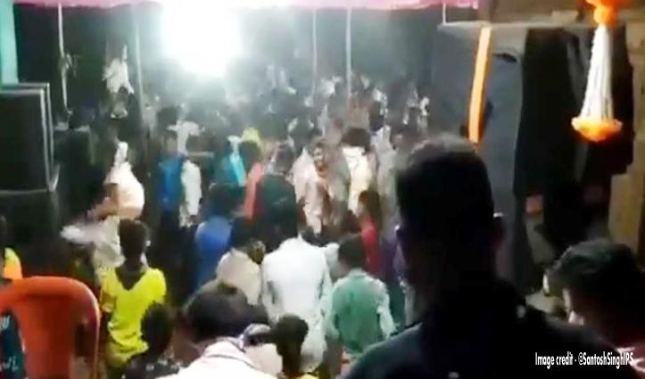 डीजे वाले ने बजाई कोरोना ट्यून तो झूमकर नाचे लोग, वीडियो वायरल होने पर फूटा लोगों का गुस्सा