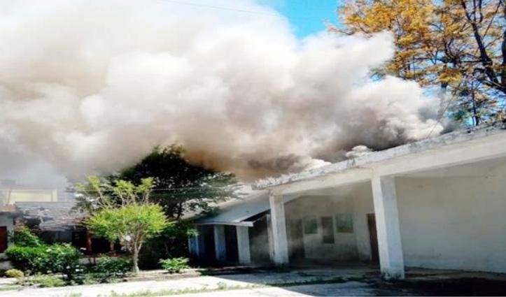 Himachal : बिंद्रावन स्कूल में लगी आग, स्पोर्ट्स रूम और आंगनबाड़ी केंद्र का सामान जला