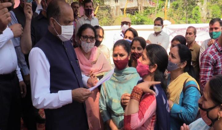 Jai Ram से मिलीं आंगनबाड़ी कार्यकर्तां, CM से क्या मिला आश्वासन- जाने
