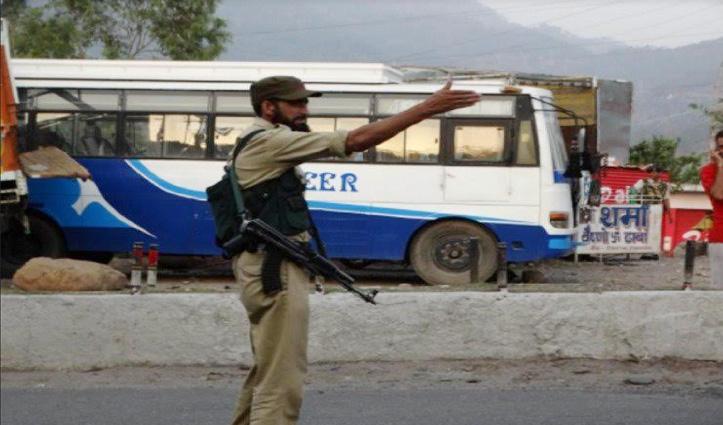 जम्मू-कश्मीर : बीजेपी नेता अनवर के घर आतंकी हमला, पुलिस कांस्टेबल शहीद