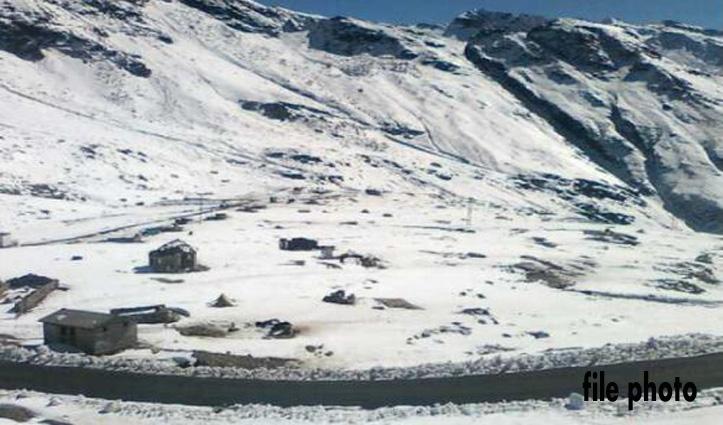 हिमाचल प्रदेश में भारी हिमस्खलन, मनाली-लेह मार्ग पूरी तरह बाधित