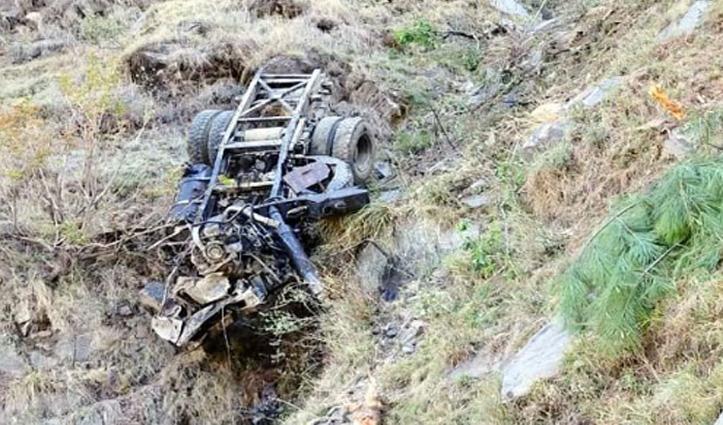Himachal : मंडी के जंजैहली में खाई में गिरा टिप्पर, चालक की गई जान