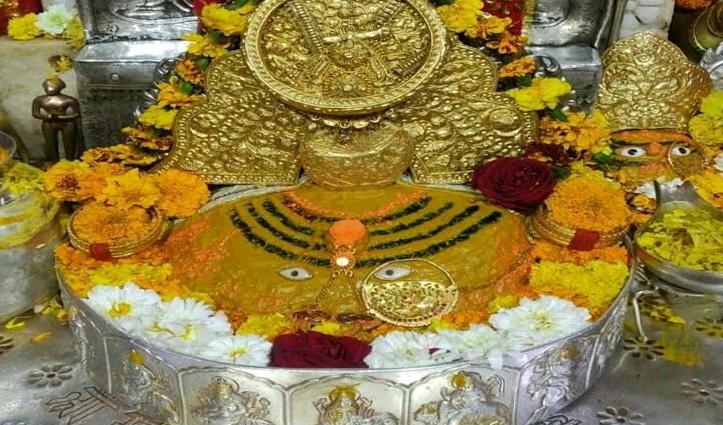 माता बज्रेश्वरी देवी के दर भेंट किया 4 किलो सोने और 30 किलो चांदी से सुशोभित सिंहासन और पलंग