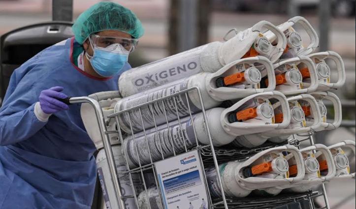 ऑक्सीजन सप्लाई पर दिल्ली हाईकोर्ट सख्त, कहा – अड़चन डालने वालों को फांसी पर लटका देंगे