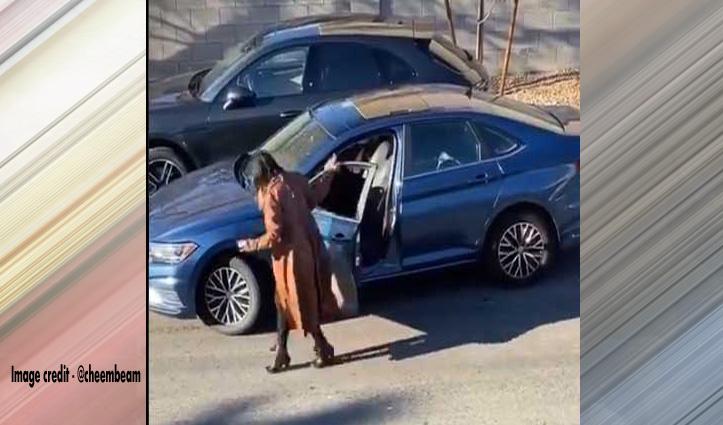 लड़की ने बड़ी मुश्किल से पार्क की गाड़ी, बाद में जो हुआ वो देखकर नहीं रुकेगी आपकी हंसी-