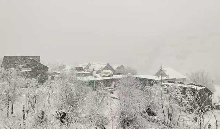 Yellow alert का असरः लाहुल घाटी में बर्फबारी,अटल टनल से वाहनों की आवाजाही बंद