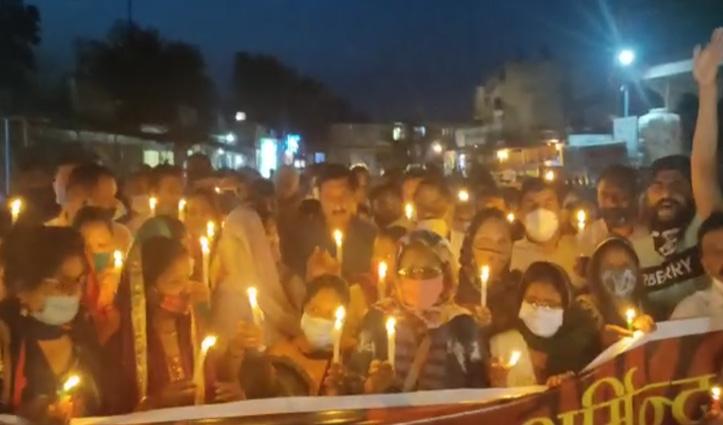 #Una युवती मर्डर केस- Congress का कैंडल मार्च, आरोपी को मांगी फांसी