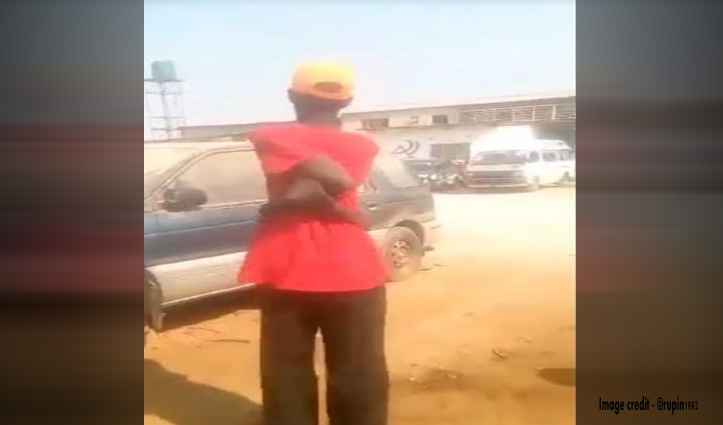 """देखिए अफ्रीका के """"बाबा रामदेव"""", करते हैं खतरनाक करतब, वीडियो देख हो जाएंगे हैरान"""