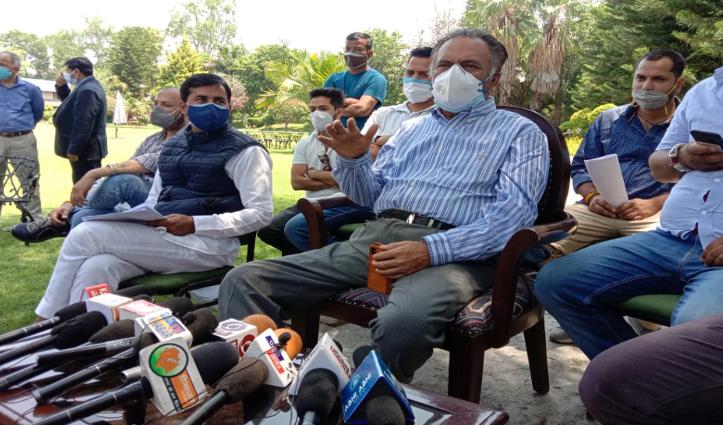 कोरोना संक्रमितों की मदद के लिए Congress चलाएगी तीन एंबुलेंस-फ्री सेवा देगी