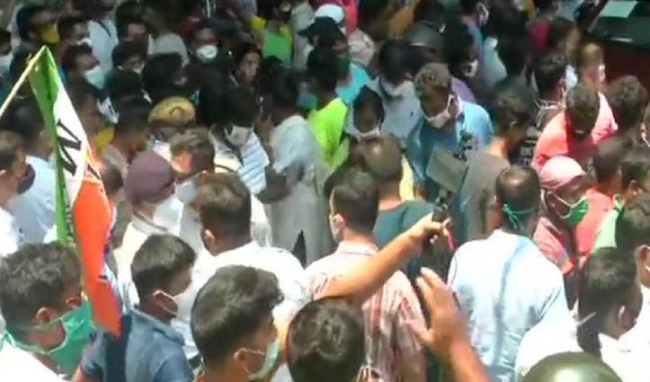 CBI दफ्तर के बाहर टीएमसी कार्यकर्ताओं का बवालः लाठीचार्ज व पथराव भी हुआ