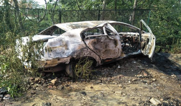 Una: पांच साल पहले मैकेनिक के पास रिपेयर को छोड़ी कार में लगी आग