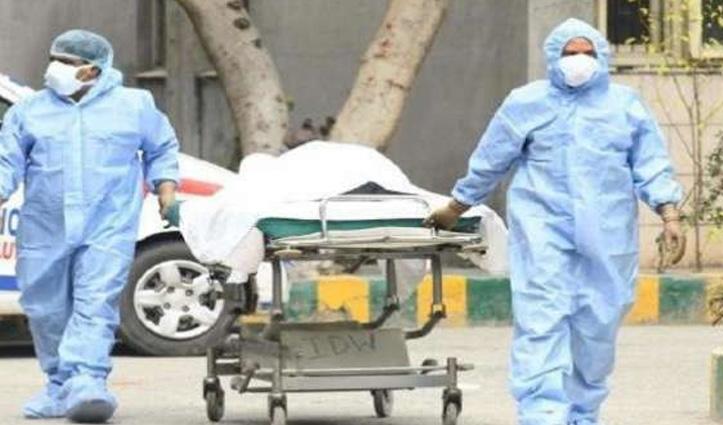 अस्पताल पहुंचने से पहले हो चुकी थी मृत्यु, गाड़ी में लिया सैंपल तो निकला पॉजिटिव