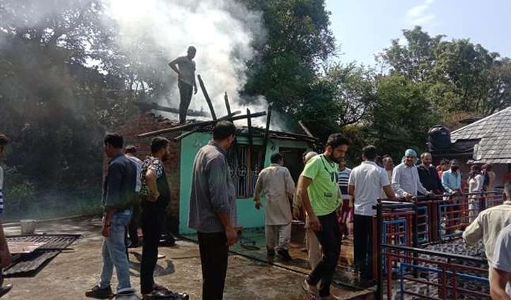 Himachal : रसोई में रखा गैस सिलेंडर फटने से घर में लगी आग, जाने पूरा मामला