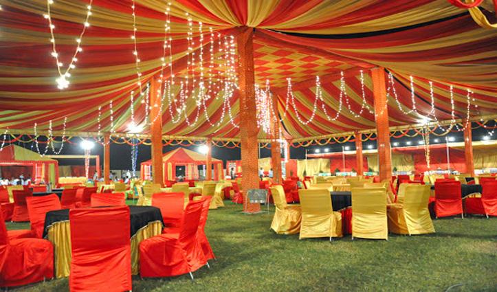 हिमाचल में शादियां करने वालों पर दर्ज हो रहे मुकदमे, तो BJP नेता सरेआम तोड़ रहे नियम !