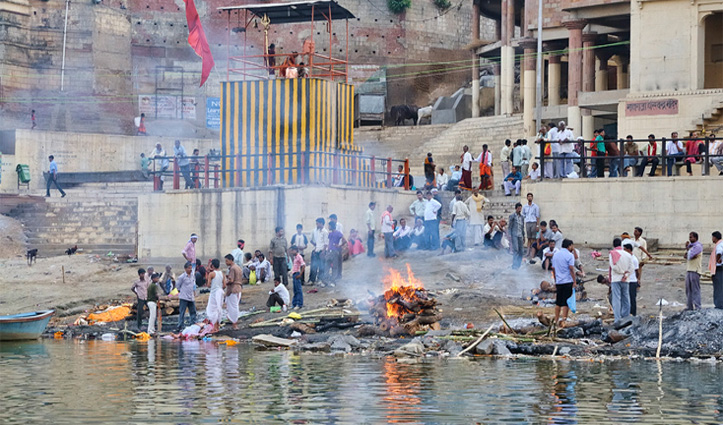 इंडिया में है ये वो जगह जहां शव जलाने  का भी वसूला जाता है
