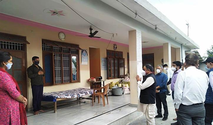 कांगड़ा में Covid पेशेंट के लिए 150 अतिरिक्त नए बेड-होम आइसोलेशन में संक्रमितों से मिले डॉ. सहजल