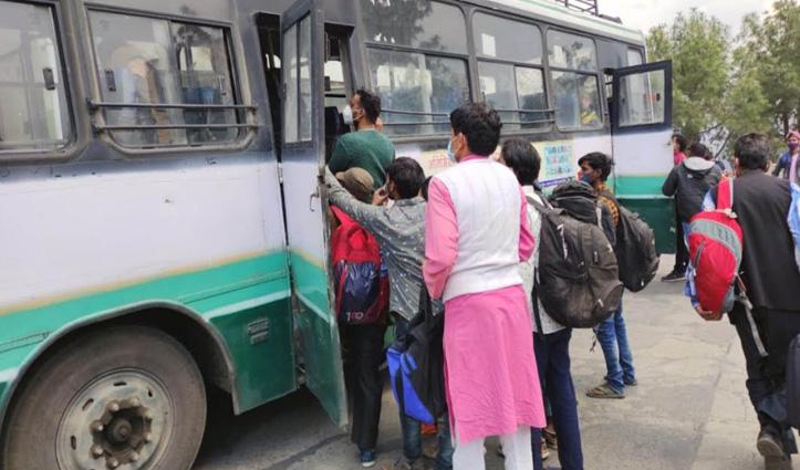 Shimla बस अड्डे पर घर जाने को उमड़ी लोगों की भीड़, चलानी पड़ी अतिरिक्त बसें