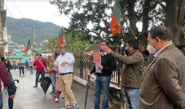 बंगाल में हिंसा के खिलाफ शिमला डीसी ऑफिस के बाहर BJP का प्रदर्शन