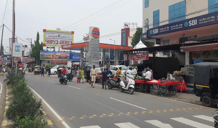 Live: बंदिशों के बीच Himachal के बाजारों में पहुंचे लोग-आज Police ज्यादा दिखी सख्त, देखें तस्वीरें