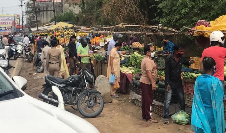 लॉक के बीच तीन घंटे अनलॉक हुए Himachal के बाजार-तस्वीरों में देखें हाल