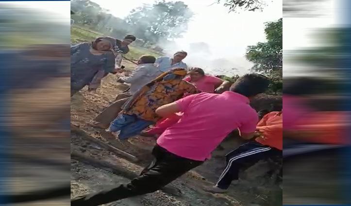 हिमाचल का है ये Video-महिला की बेदर्दी से कर रहे हैं कुछ लोग पिटाई