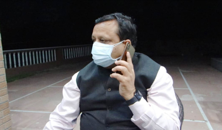 हिमाचल का ये मंत्री Corona संक्रमितों के सीधे संपर्क में-Phone पर पूछ रहा हालचाल