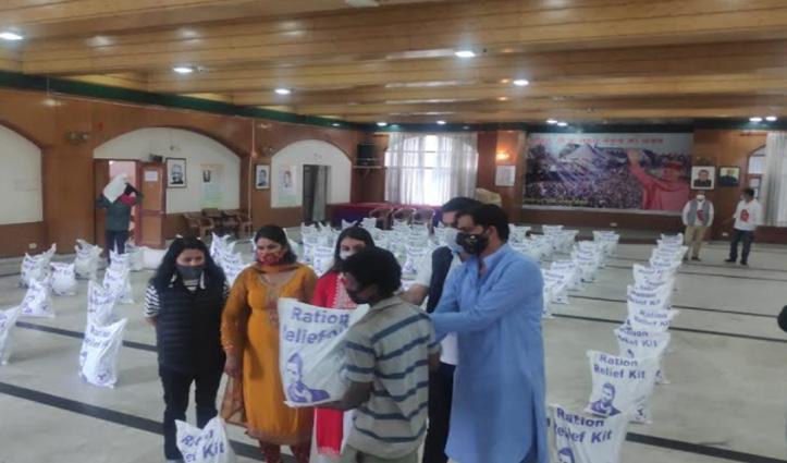 राहुल गांधी के जन्मदिन पर जरूरतमंदों को किट वितरित