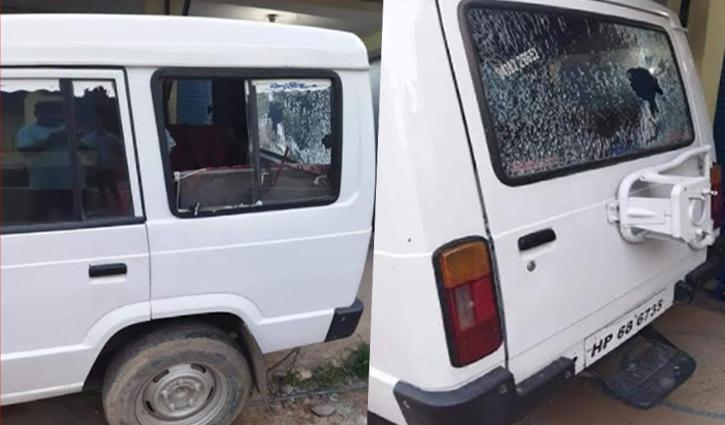अब्दुल्लापुर में तोड़े गाड़ियों के शीशे