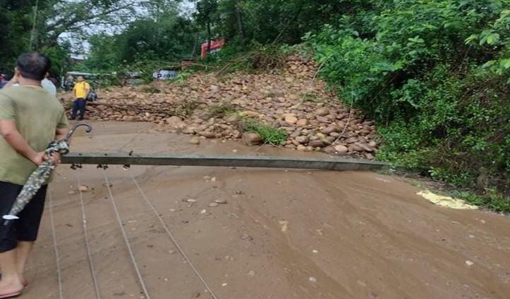 हिमाचल में डराने लगी बारिश, देहरा -चंडीगढ़ मार्ग  पर भूस्खलन, आवाजाही बंद