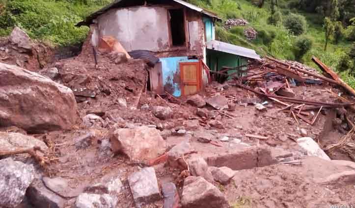 बारिश से शाहपुर के इस गांव के भी दस मकान हुए हैं क्षतिग्रस्त, सुध लेने नहीं पहुंचा कोई-देखें तस्वीरें