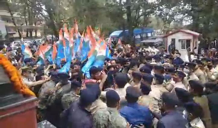 एचपीयू में बवालः वीसी का घेराव करने पहुंचे एनएसयूआई कार्यकर्ताओं और पुलिस में धक्कामुक्की