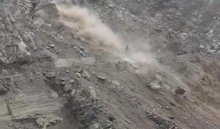 हिमाचल में एनएच-5 पर मलिंग नाला समीप गिरी चट्टानें,  मार्ग अवरुद्ध,  वाहन भी फंसे