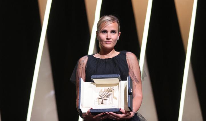 कांस फेस्टिवल प्राइज : टाइटेन ने जीता सर्वश्रेष्ठ फिल्म पुरस्कार पाल्मे डी ओर