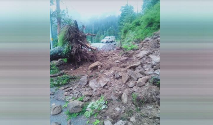 औट-लुहरी एनएच 305 माशणुनाला के पास भूस्खलन से बंद, दर्जनों वाहन फंसे