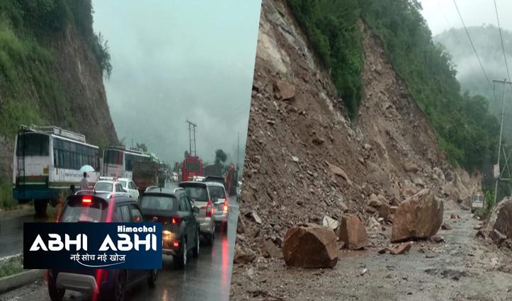 चंड़ीगढ- मनाली एनएच भूस्खलन के चलते हुआ बंदः पहाड़ी से गिर रहा मलबा, पर्यटक भी फंसे