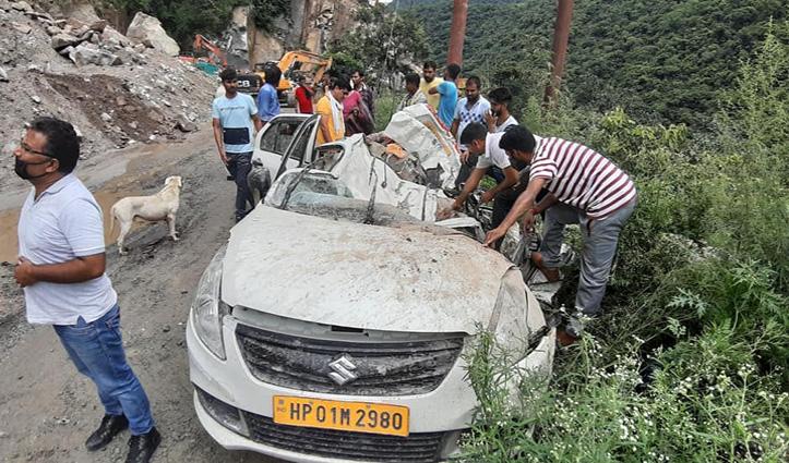 हिमाचल में बड़ा हादसा, चंडीगढ़-मनाली हाइवे पर पहाड़ी से गिरे पत्थर, वाहन हुए चकनाचूर