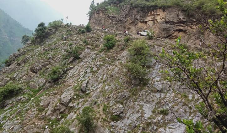 ब्रेकिंगः शिमला के नेरवा में सेब से लदी पिकअप गिरी खाई में, दो युवकों की मौत