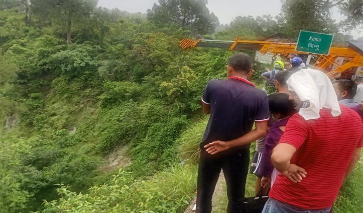 भरवाईं - मुबारिकपुर मार्ग पर खाई में गिरी कार, पति-पत्नी थे सवार