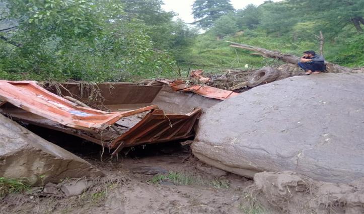 आनी में बारिश ने मचा दी तबाही, टिप्पर बहा, पुल टूटा -कई घरों को खतरा