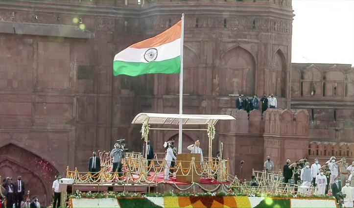 पीएम मोदी के बड़े ऐलान- सैनिक स्कूलों में अब पढ़ेगी बेटियां, भारत को Energy Independent बनाएंगे