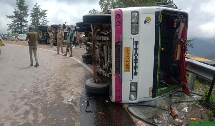 हिमाचल में कालका- शिमला एनएच पर पलट गए बस- ट्रक, कई यात्री हुए घायल