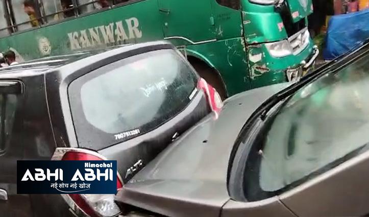 हिमाचल का है हादसा- यूं एक-एक कर ठुकती चली गई 16 गाड़ियां, देखें वीडियो