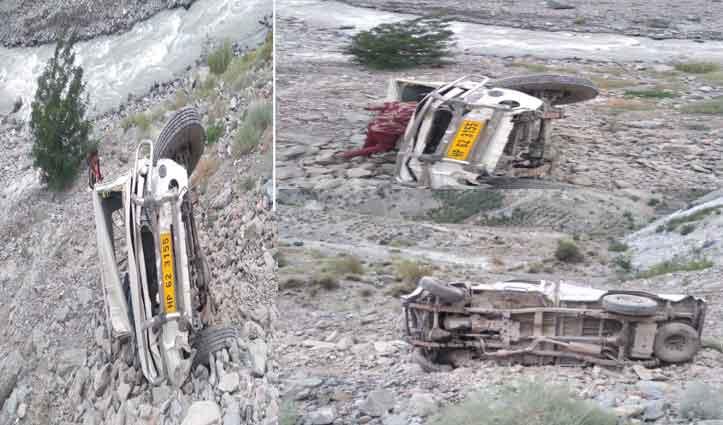 हिमाचल: अनियंत्रित होकर पिकअप खाई में लुढ़की, परखच्चे उड़े